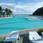 해변가쪽 풀장 사진이에요 바다가 보이는 ^^