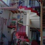 Visão da Recepção do hotel em direção aos quartos