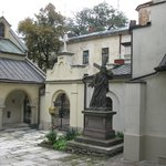 В дворике Армянской церкви