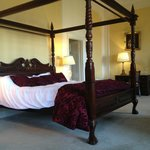 Presidential Suite - Four-poster Bed