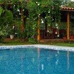Infinity style pool