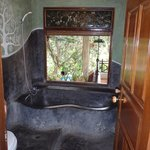 Check out the bathtub!