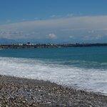пляж вид на центр города
