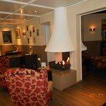 lounge met openhaard.gezellig.