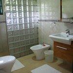 Il bagno con doccia gigante