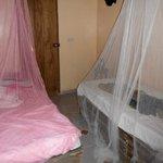 Een van de slaapkamers, eigen badkamer met wc en douche