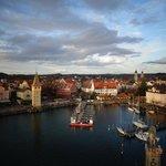 Panorámica de la ciudad Landau desde el faro del puerto
