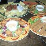 Stick di mozzarella,onion ring, chicken pepitas, nachos e special.