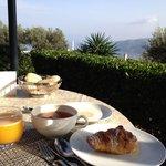 Desayuno con vistas impresionantes.