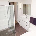 Deluxe 2 Bedroom Unit Bathroom