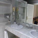 luxe badkamer met apart bad en douche