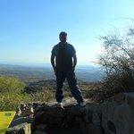 jose en la parte de atras de la reserva el condorito, como se ve un excelente lugar para fotogra