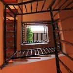 escalera de subida desde la planta baja.