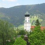 Blick vom Balkon zur Kirche