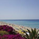 Blick auf den Strand vom Hotel