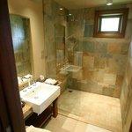 La salle de bain des enfants avec douche à l'italienne de 2m par 1m !