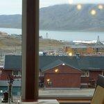 vue de l'hôtel sur la petite ville de Longyearbyen