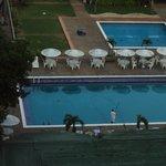 vista a la piscina desde la habitacion