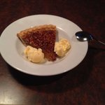 Pecan Pie w/Ice Cream