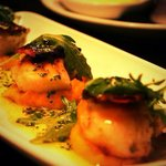 Autumn menu : grilled scallops with butternut squash purée, crispy dry cured bacon and parsley &