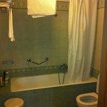 Salle de bain, lumière allumée