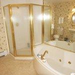 Carriage House 10 bathroom