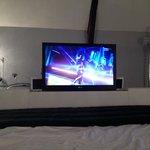télé dans le lit