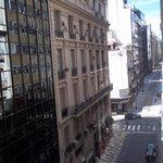 Vista da calle do hotel