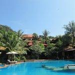 vue de l'hôtel depuis la piscine