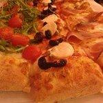 Mezzo metro di pizza a tre gusti!