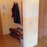 Eingangsbereich Zimmer - abgenutzte Wände