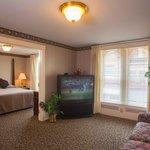 Room 208 Victorian Suite
