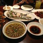 Рыба, острые малюстки, свинина в карамельном соусе, баклажаны с чесноком и специями