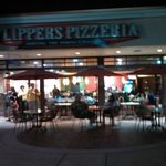 Flippers Pizza by night
