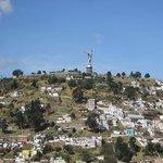 Virgen del panecillo desde terraza