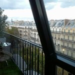 vue de la chambre et balcon
