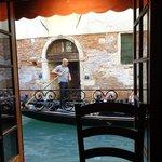 Almoçando ao estilo veneziano.