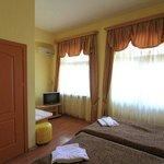 Photo de Hotel Leadora
