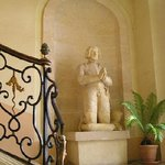 Dans le Hall du Chateau d Etoges
