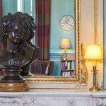 statue dans salon chateau d etoges