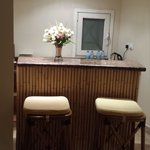 room bar/kitchenette
