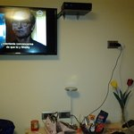 televisão tela plana e tv a cabo.