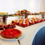 Buffet des desserts tous les dimanches midi!! FANTASTIQUE