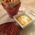 Filete de res con salsa bearnaise al chile serrano