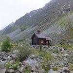 Часовня в память о погибших альпинистах около горы Белуха