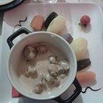 duo de rognons et ris de veau sauce au madère et petits légumes