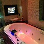 Glass Theme - Bath Tub