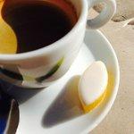 A St Rémy le calisson de ¨Provence accompagne le café