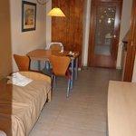 Уютный двухкомнатный номер, фотография, правда, есть только из гостиной-кухни
