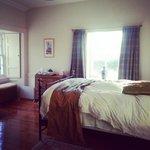 Bedroom (morning)